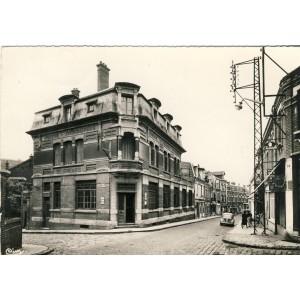 cp80-montdidier-la-poste-et-la-rue-albert-1er-roi-des-belges