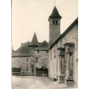cp15-mauriac-l-eglise-et-la-sous-prefecture