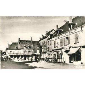cp28-bonneval-la-place-du-marche