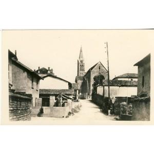 cp38-montcarra-rue-centrale-et-l-eglise