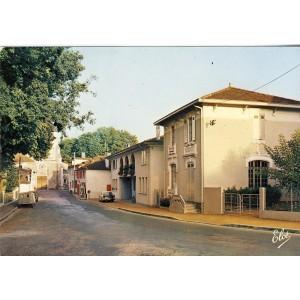 cp40-parentis-en-born-la-rue-principale-au-fond-l-eglise