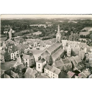 cp56-peaule-l-eglise-cote-abside-et-le-bourg