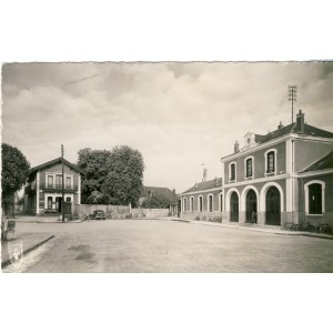cp03-commentry-la-gare-et-l-hotel-du-chalet