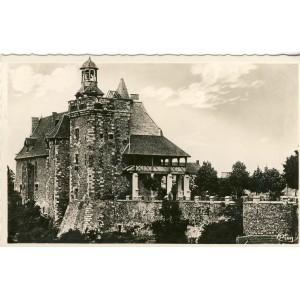 cp03-montlucon-le-vieux-chateau-et-son-esplanade