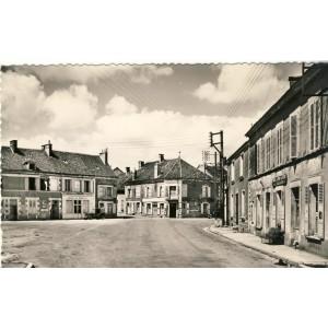 cp58-entrains-sur-nohain-place-et-route-de-chateau-chinon