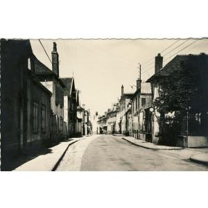 cp03-chantelle-le-chateau-la-rue-de-l-horloge