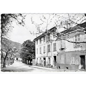 CP83 BARGEMON - PLACE ST ETIENNE ET JEU DE BOULES