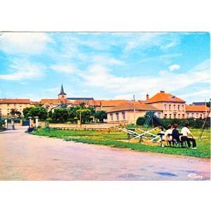 cp23-merinchal-ecoles-cour-du-chateau