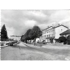 cp63-ambert-avenue-de-la-gare-et-les-hotels