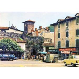 cp64-saint-jean-pied-de-port-la-place-et-l-eglise