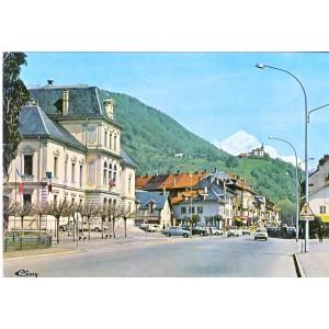 CP73 ALBERTVILLE - L'HOTEL DE VILLE, AU FOND, LE MONT CHARVIN