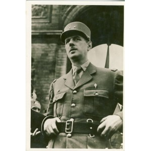 CARTE PHOTO - LE GENERAL DE GAULLE A L'ARC DE TRIOMPHE