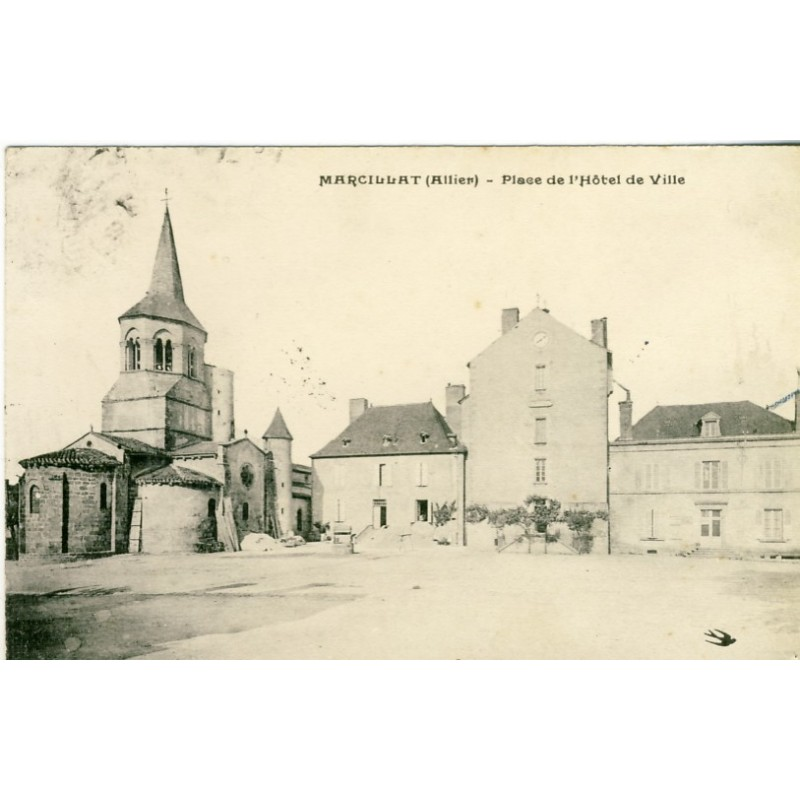 CP03 MARCILLAT - PLACE DE L'HOTEL DE VILLE