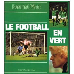 LIVRE DE SPORT : LE FOOTBALL EN VERT