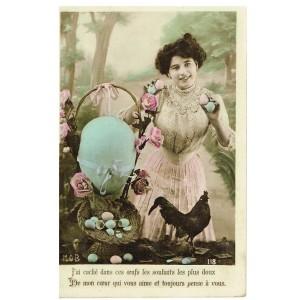 Carte postale PAQUES - JEUNE FEMME AVEC UNE CORBEILLE D'OEUFS