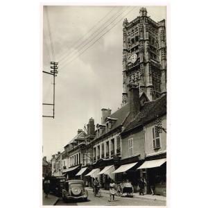 Carte Postale de l'YONNE - 89 - AUXERRE - RUE DU PONT ET L'EGLISE SAINT-PIERRE