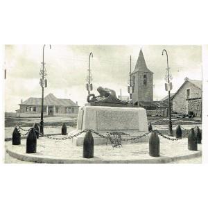 CP48 - ST CHELY D'APCHER - LE MONUMENT AUX MORTS ET LA NOUVELLE ECOLE