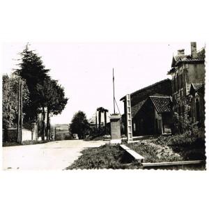 CP32 BOULAUR- LE CENTRE DU VILLAGE