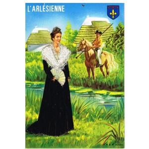 CARTE POSTALE BRODEE-HABILLEE - L'ARLESIENNE