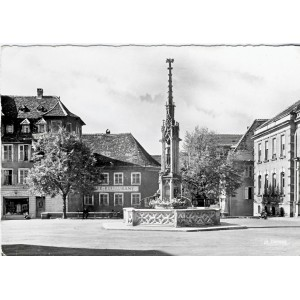 cp68-altkirch-place-de-la-republique-fontaine-de-1857