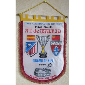 FANION AT. DE MADRID - DINAMO DE KIEV 1986 - GRAND FORMAT