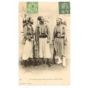 CARTE POSTALE ANCIENNE TIRAILLEURS ALGERIENS, GRANDE ET PETITE TENUE