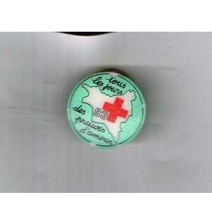 PIN'S CROIX ROUGE 93 - PORCELAINE DE LIMOGES.